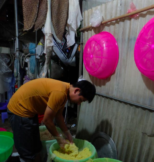 Cuộc sống vợ chồng anh bán xôi ở Hà Nội đảo lộn vì bị hiểu lầm kiếm được 100 triệu/ tháng - Ảnh 3.