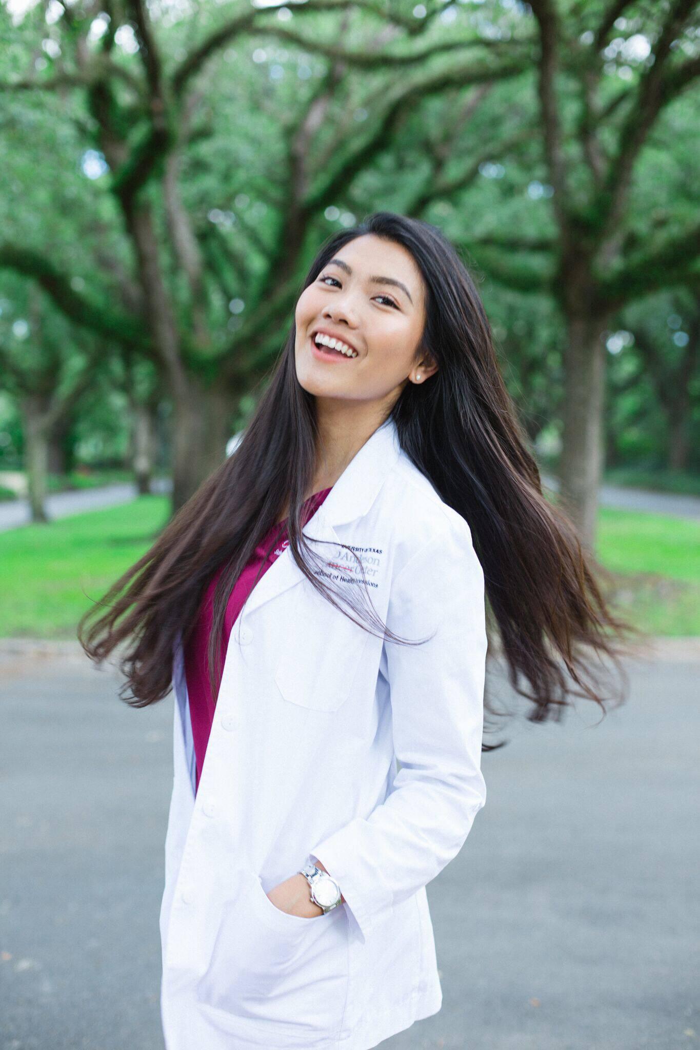 Sinh viên ngành Y Dược hot đến mức độ nào: Kẻ là nam thần chốn bệnh viện, người là hotgirl du học sinh tốt nghiệp GPA 4.0 tại Mỹ - Ảnh 1.