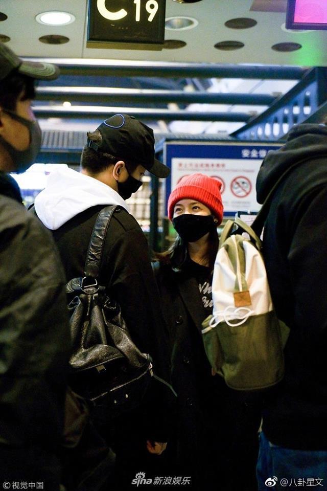 Vợ chồng Trần Hiểu - Trần Nghiên Hy tay nắm chặt tay, trao nhau ánh nhìn siêu ngọt ngào đập tan tin đồn rạn nứt - Ảnh 2.