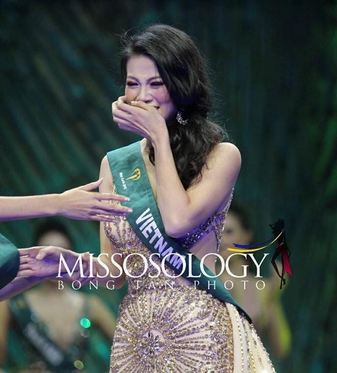 Clip: Người đẹp Việt bật khóc khi được gọi tên trở thành Tân Hoa hậu Trái đất - Ảnh 3.