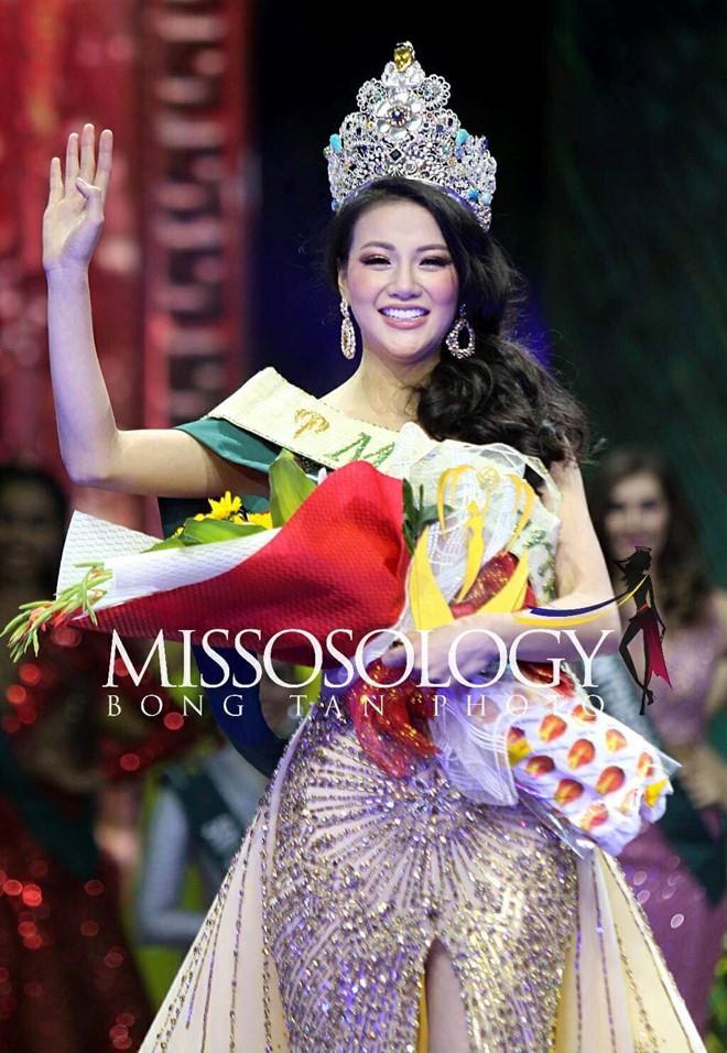 Clip: Người đẹp Việt bật khóc khi được gọi tên trở thành Tân Hoa hậu Trái đất - Ảnh 8.