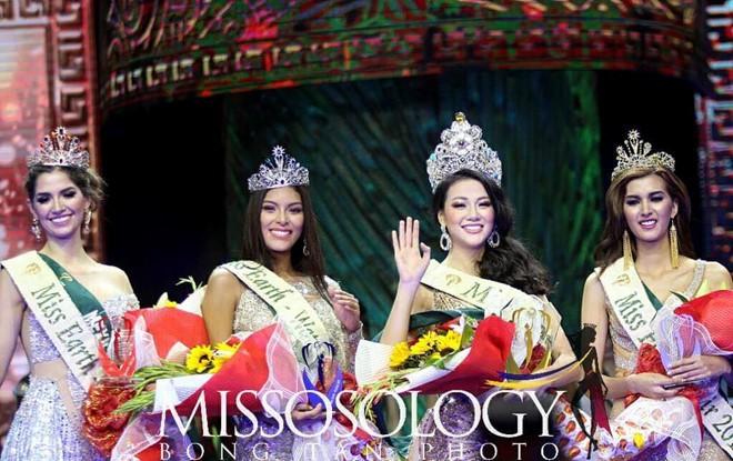 Clip: Người đẹp Việt bật khóc khi được gọi tên trở thành Tân Hoa hậu Trái đất - Ảnh 7.