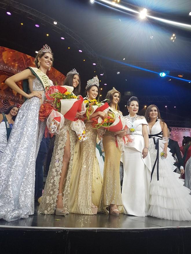 Clip: Người đẹp Việt bật khóc khi được gọi tên trở thành Tân Hoa hậu Trái đất - Ảnh 10.
