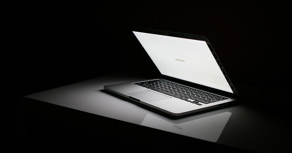 Dùng máy tính thường xuyên mà cứ mắc phải những thói quen gây hại này chỉ khiến sức khỏe bị ảnh hưởng nghiêm trọng - Ảnh 2.