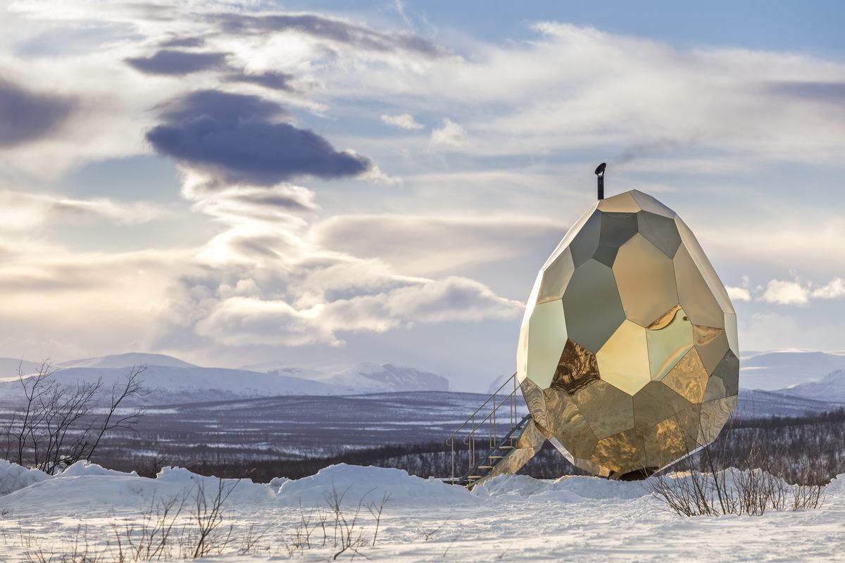 """Giữa Bắc Cực có một quả trứng vàng"""" khổng lồ nổi bần bật trên nền tuyết và nó là gì? - Ảnh 2."""
