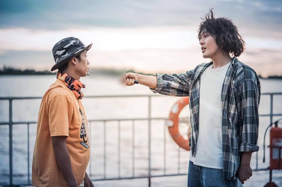 Tiết lộ bất ngờ về thân thế của hot boy giao nước đá trong web drama đang sốt xình xịch - Ảnh 2.