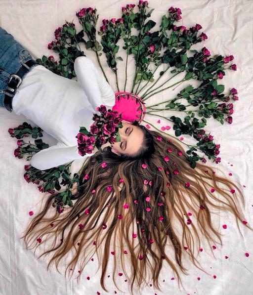 Đăng ảnh toàn tóc là tóc, Công chúa tóc mây người Hà Lan vẫn nổi tiếng ầm ầm trên Instagram - Ảnh 2.