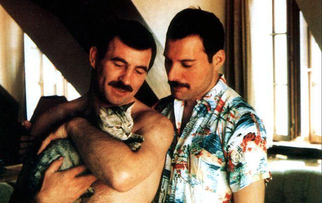 """Fan của Queen có nhận ra 7 chi tiết sai lệch sự thật của """"Bohemian Rhapsody"""" - Ảnh 5."""