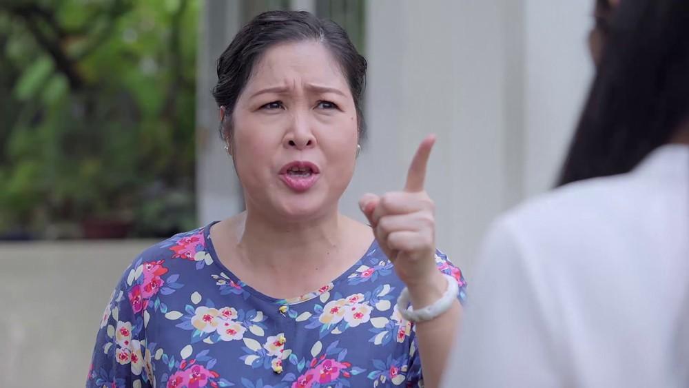 Gạo Nếp Gạo Tẻ: Hân vướng cảnh tù tội, bà Mai quỳ gối cầu xin bán nhà để chạy tội cho con gái - Ảnh 7.