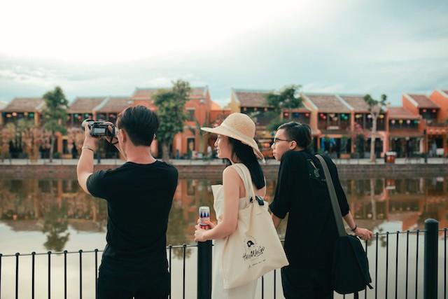 Đi du lịch cùng hội bạn thân nhất định phải thử những kiểu chụp ảnh này - Ảnh 11.