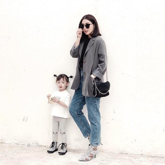 Thời trang bà bầu: Street style của các hot mom xinh đẹp trẻ trung- Ảnh 4.