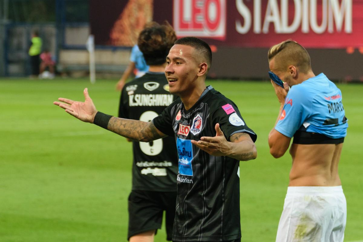 Tuyển Thái Lan chốt danh sách dự AFF Cup: Nói không với Messi Thái, đặt niềm tin vào hàng phòng ngự chuẩn châu Âu - Ảnh 2.