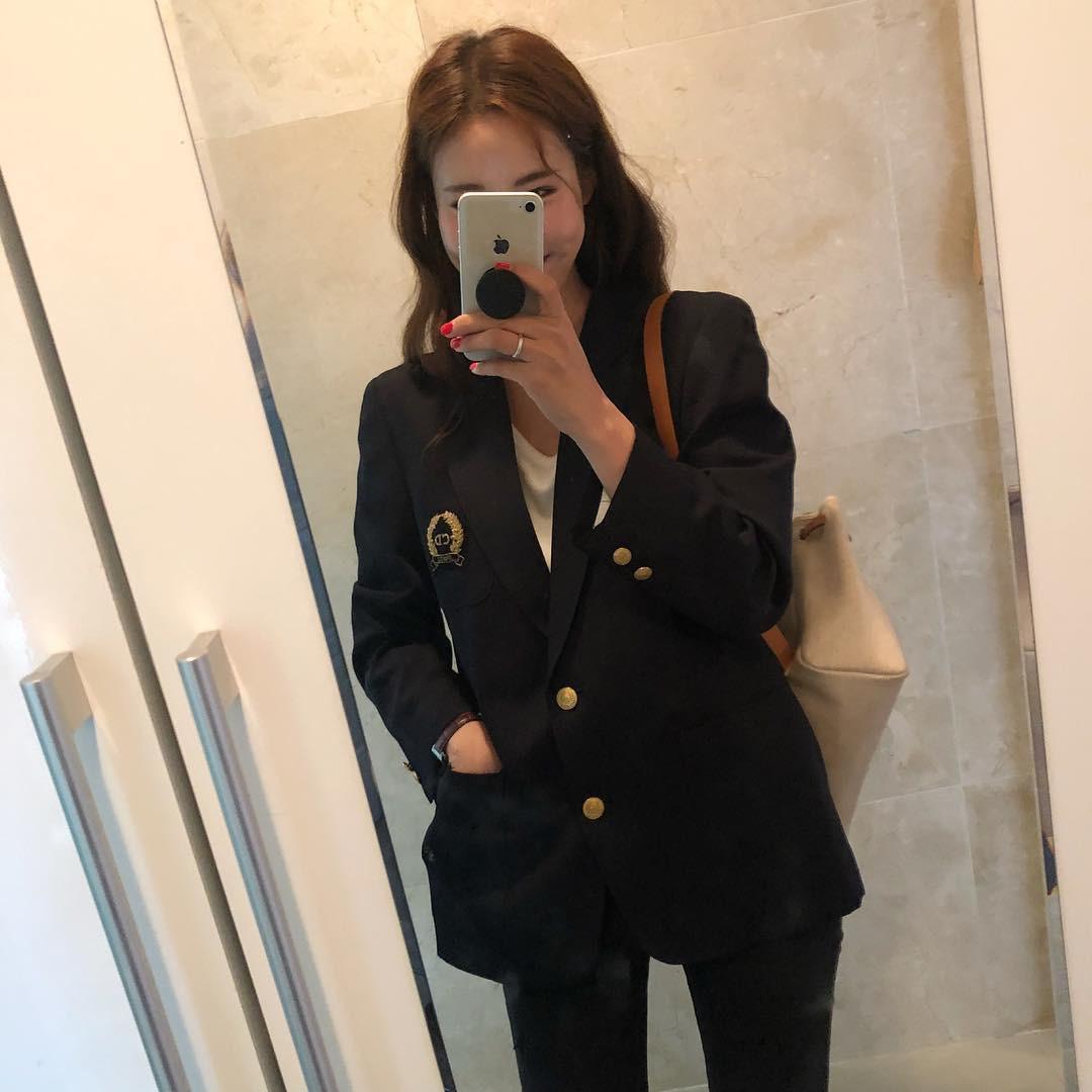 5 bí kíp khôn ngoan giúp các chị em chọn được mẫu áo blazer vừa đẹp mà mặc không bị già - Ảnh 2.