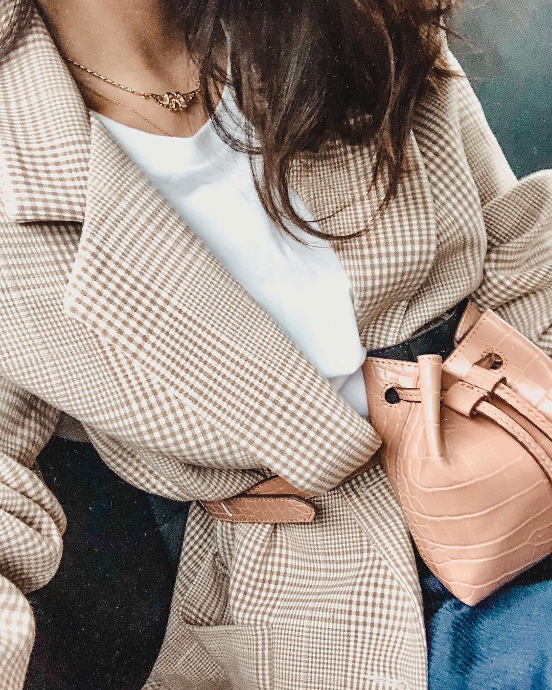 5 bí kíp khôn ngoan giúp các chị em chọn được mẫu áo blazer vừa đẹp mà mặc không bị già - Ảnh 4.