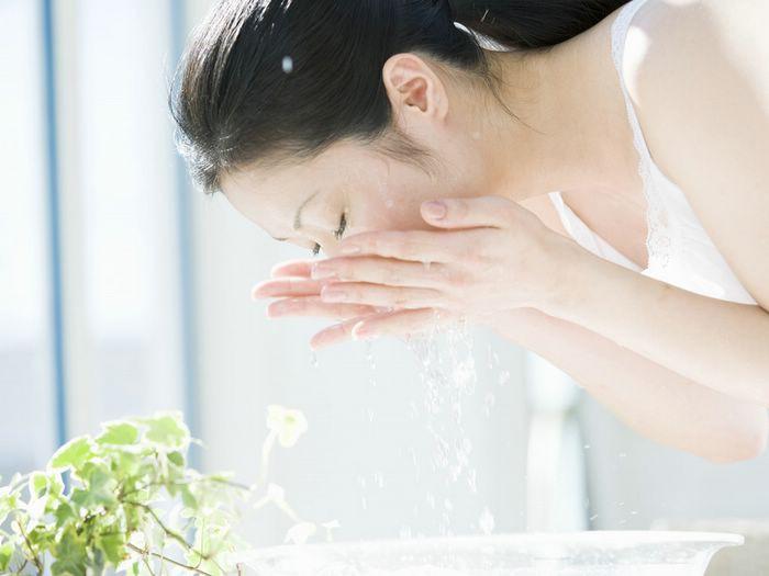 Học người Nhật 5 thói quen nhỏ để duy trì được làn da trẻ đẹp hơn tuổi thật của mình - Ảnh 3.