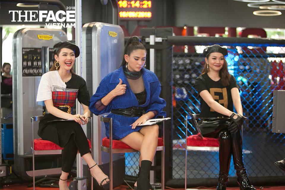 The Face: Thanh Hằng - Minh Hằng diện đồ đôi mà quên báo Võ Hoàng Yến - Ảnh 1.