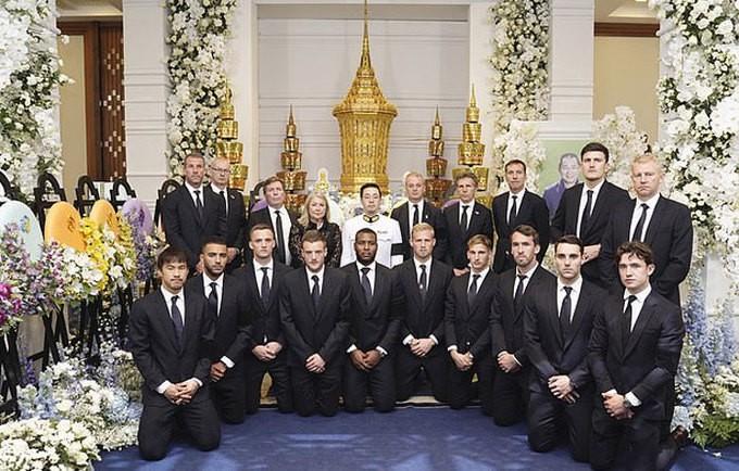Ban lãnh đạo và cầu thủ Leicester sang Thái Lan viếng cố Chủ tịch Vichai - Ảnh 10.