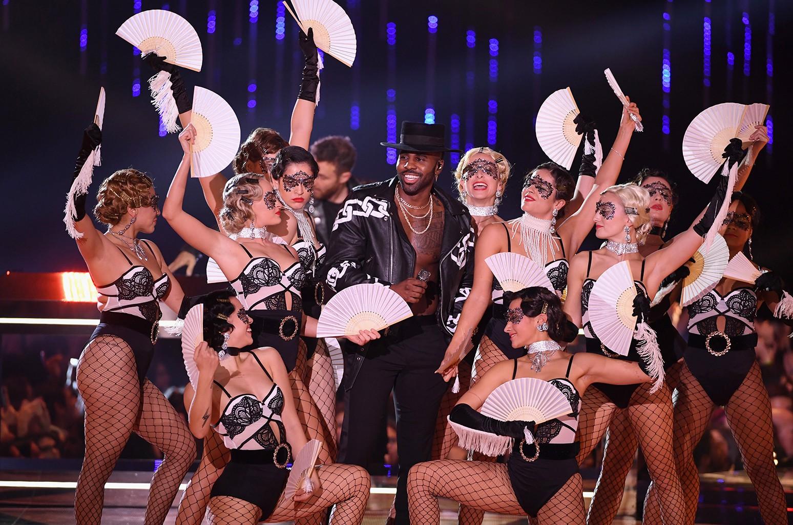 5 khoảnh khắc đáng nhớ nhất tại lễ trao giải MTV EMAs 2018 - Ảnh 4.