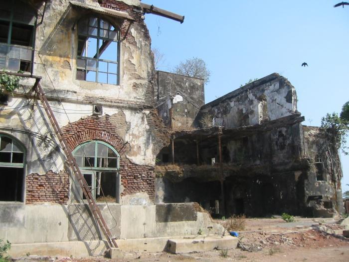 Mukesh: Nhà máy dệt lâu đời nhất Ấn Độ, gần 4 thập kỷ bị bỏ hoang với những lời đồn thổi rợn người - Ảnh 2.