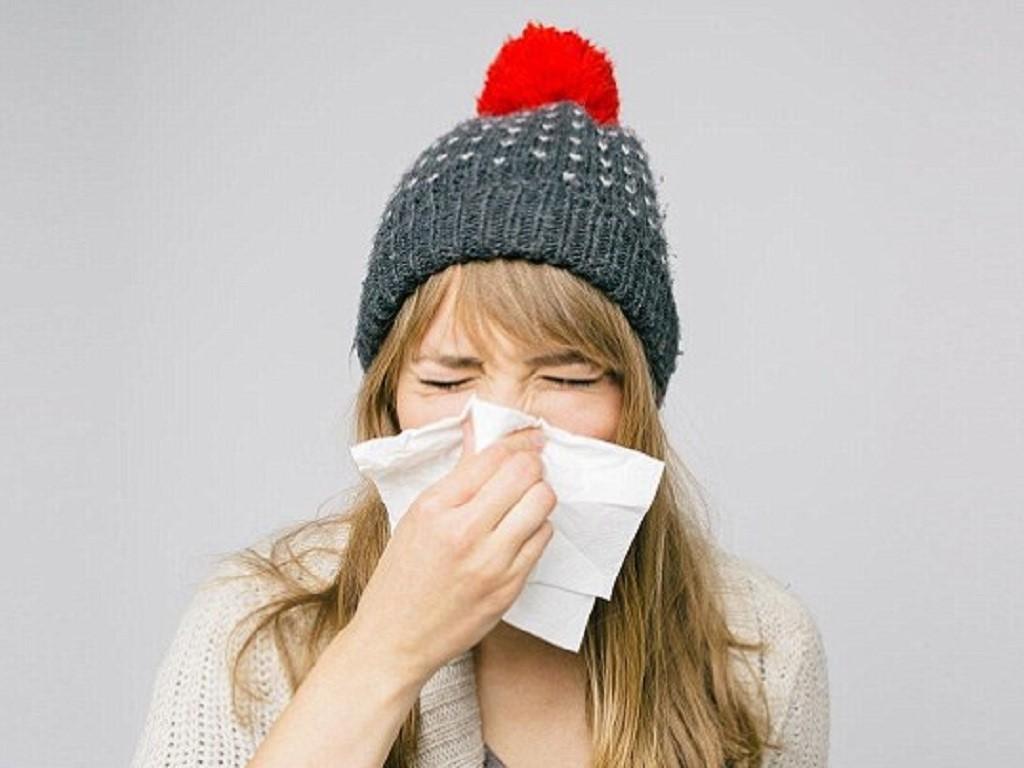 Thời tiết đột ngột chuyển lạnh khiến bạn có nguy cơ gặp phải hàng loạt vấn đề sức khỏe nghiêm trọng - Ảnh 1.