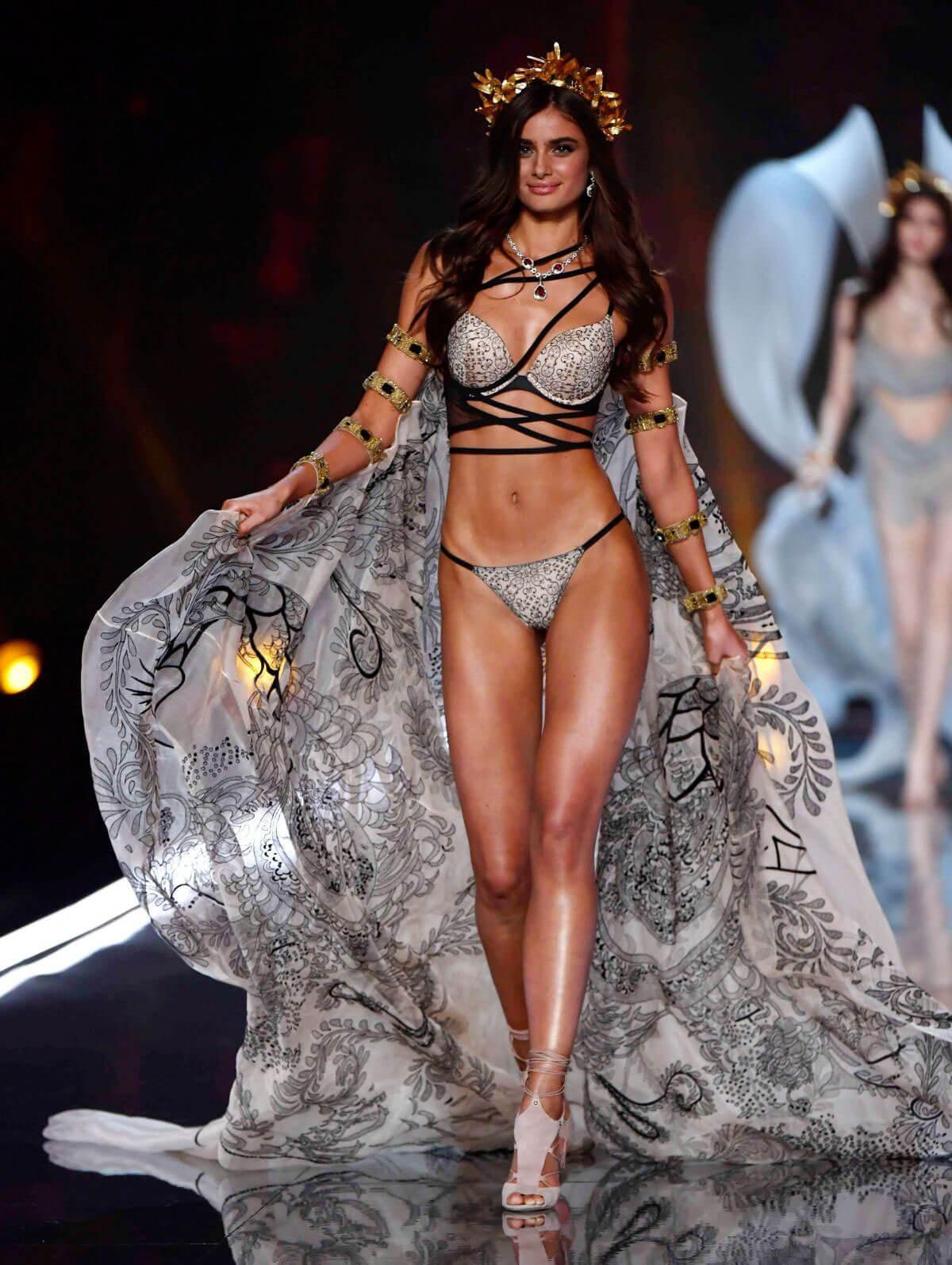 Victoria's Secret Fashion Show 2018: Những điểm đáng chú ý - Ảnh 4.