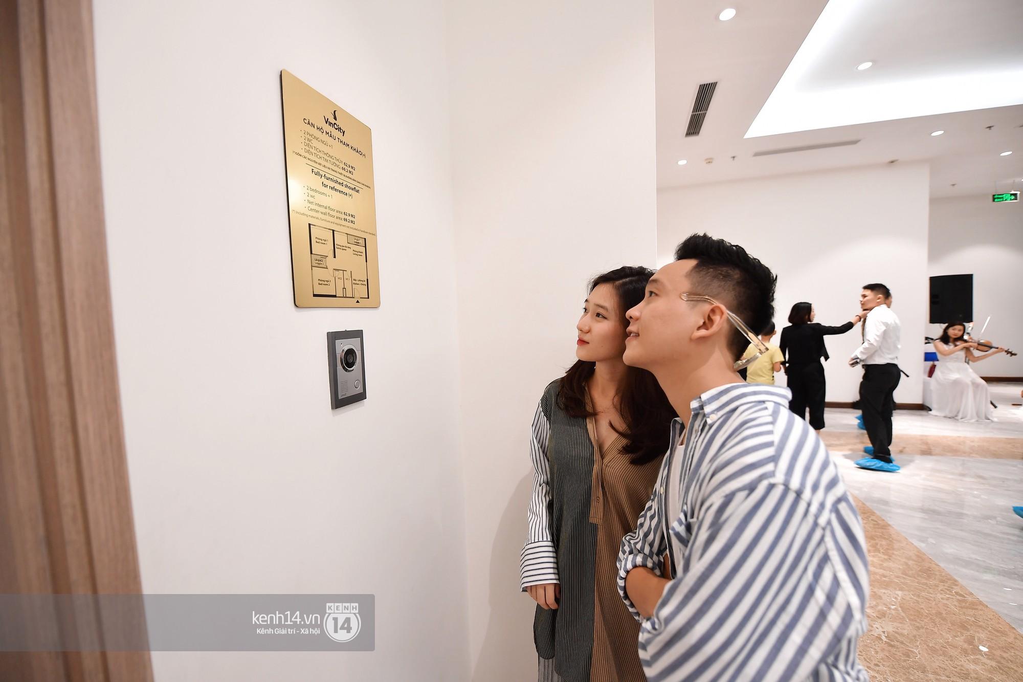 Trâm Anh - Justatee đi xem nhà mẫu ở VinCity Gia Lâm - Ảnh 1.