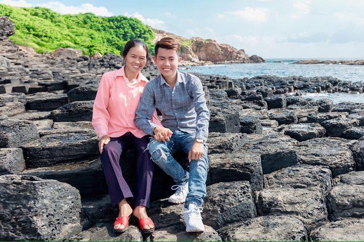 Tâm sự của thanh niên 23 tuổi lần đầu tiên đưa mẹ đi du lịch sau hơn nửa đời người vất vả - Ảnh 1.