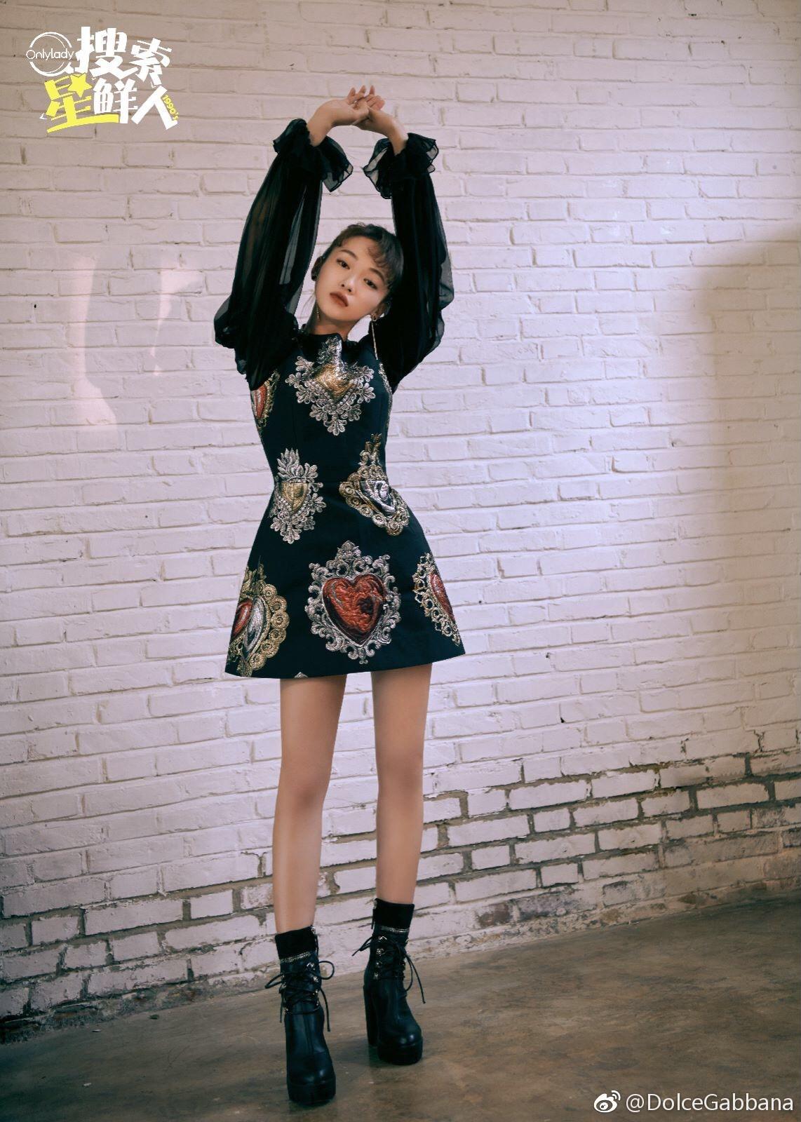 """Ham hố cắt váy cho sexy, Nayeon (Twice) vẫn không """"sang"""" bằng Địch Lệ Nhiệt Ba và Ngô Cẩn Ngôn? - Ảnh 8."""