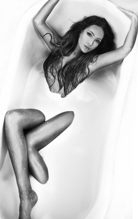 Thanh Hà sử dụng lại những thước phim hậu trường chụp ảnh nude của 3 năm trước cho MV mới - Ảnh 3.