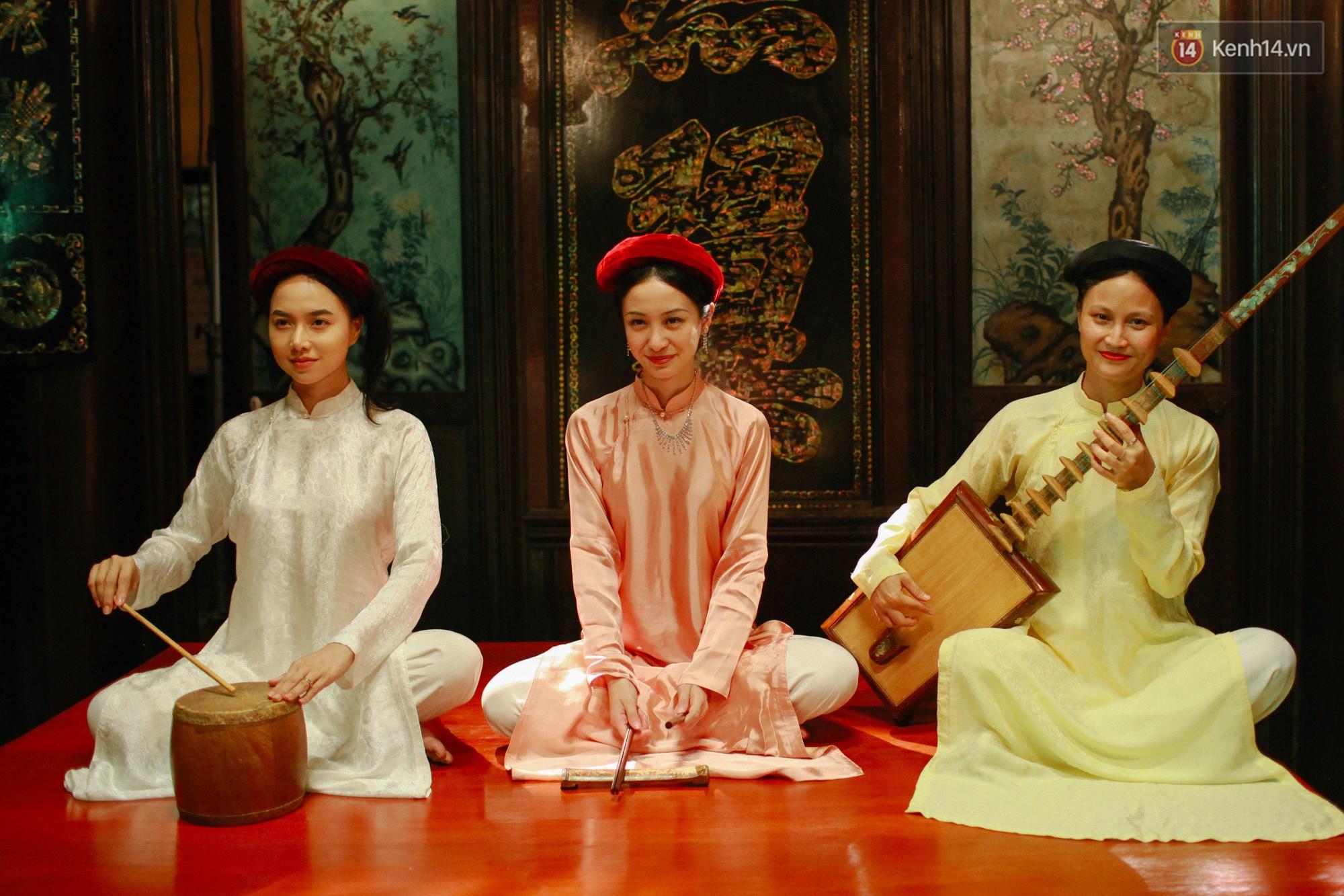 Cười ngất với 101 kiểu tạo dáng siêu lầy của Quách Ngọc Ngoan ở hậu trường Người Bất Tử - Ảnh 2.