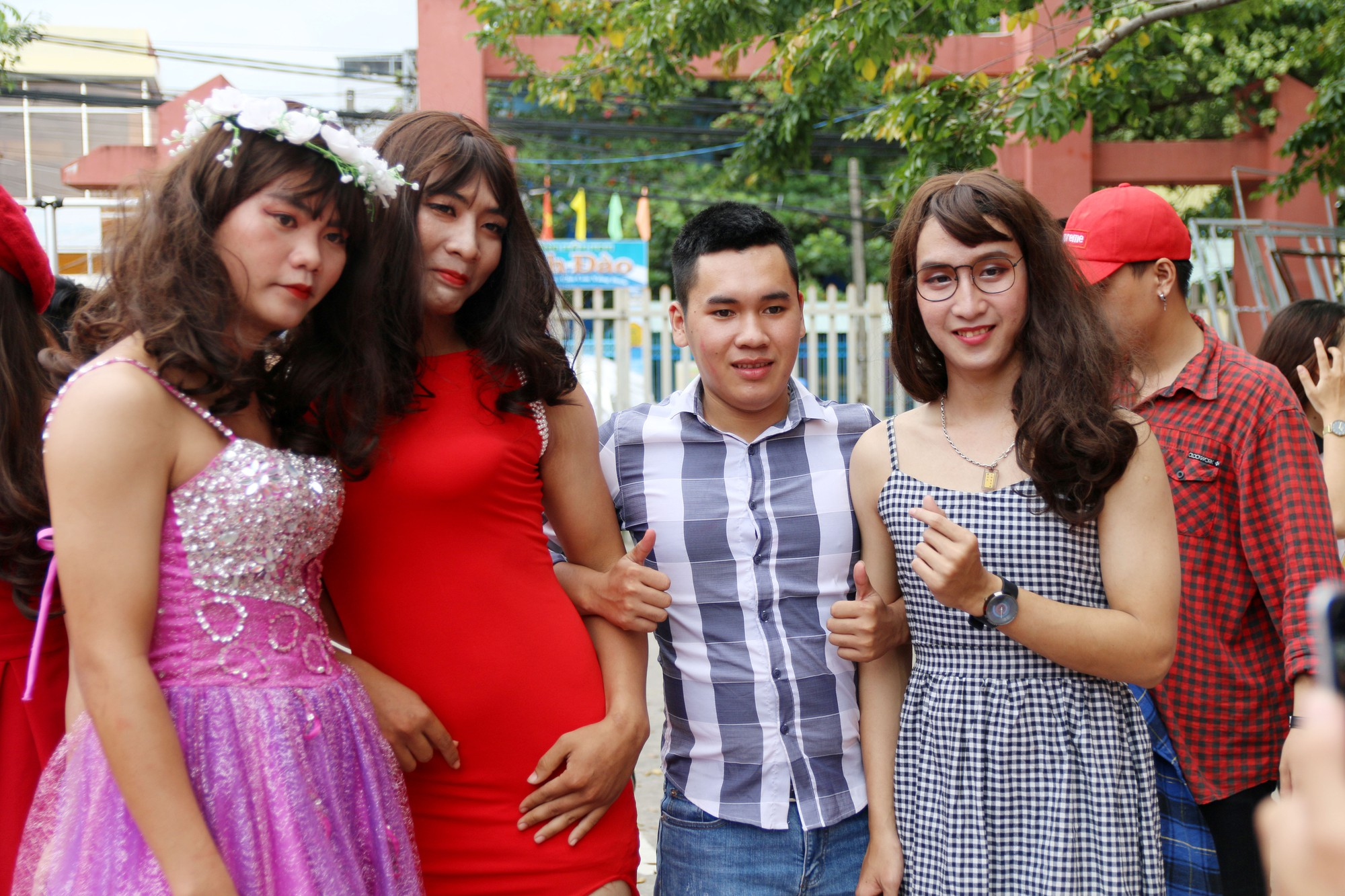Cuộc thi Miss nam sinh khiến các cô gái thi nhau than trời xấu hổ vì nhan sắc của mình còn thua xa con trai giả gái! - Ảnh 15.