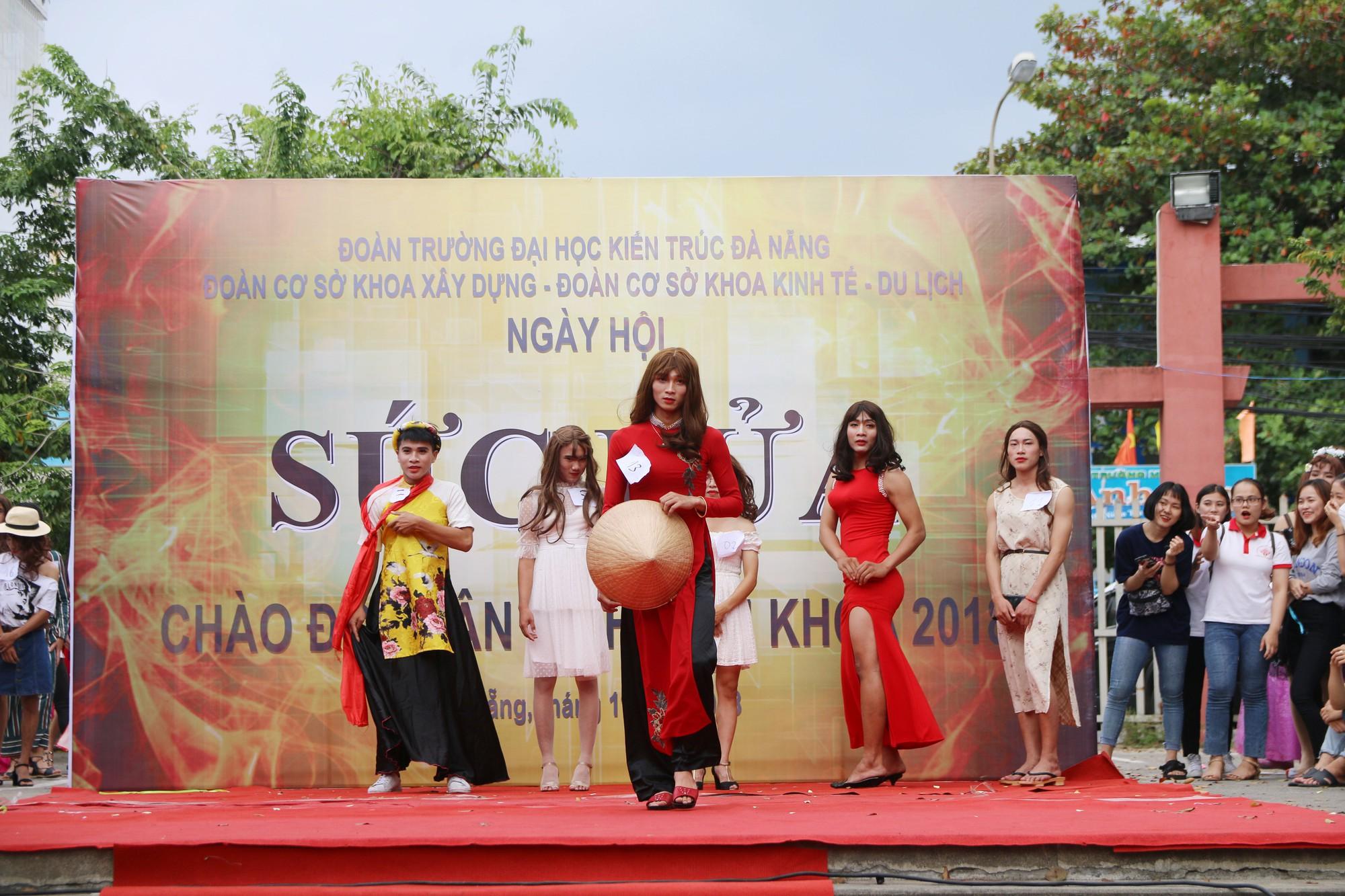 Cuộc thi Miss nam sinh khiến các cô gái thi nhau than trời xấu hổ vì nhan sắc của mình còn thua xa con trai giả gái! - Ảnh 2.