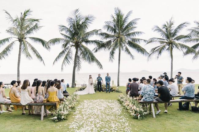 Bí mật của chiếc váy cưới và khoảnh khắc first look hạnh phúc ở đám cưới chất phát ngất do cô dâu tự tay trồng - Ảnh 1.