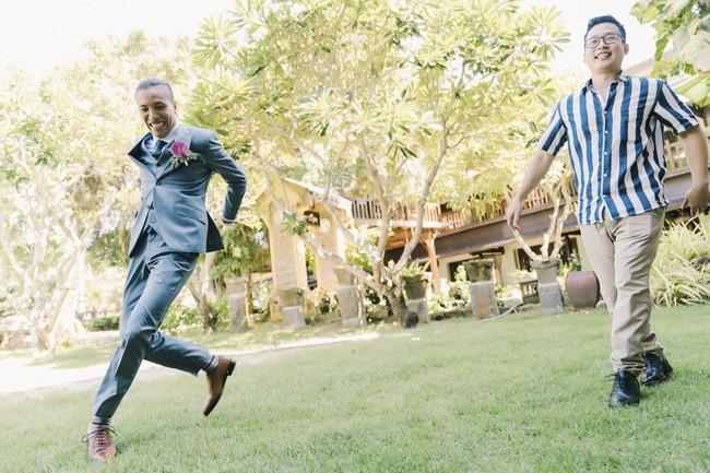 Bí mật của chiếc váy cưới và khoảnh khắc first look hạnh phúc ở đám cưới chất phát ngất do cô dâu tự tay trồng - Ảnh 2.
