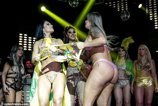 Thí sinh thi Hoa hậu Mông đẹp Brazil cướp giải của người thắng cuộc ở đêm chung kết - Ảnh 2.