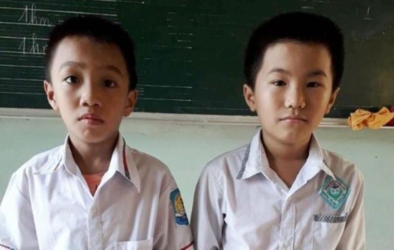 Đi học về nhặt được 15 triệu, 2 học sinh mang đến xã nhờ tìm người đánh rơi - Ảnh 1.