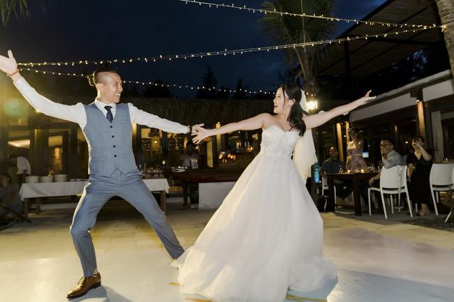 Bí mật của chiếc váy cưới và khoảnh khắc first look hạnh phúc ở đám cưới chất phát ngất do cô dâu tự tay trồng - Ảnh 13.