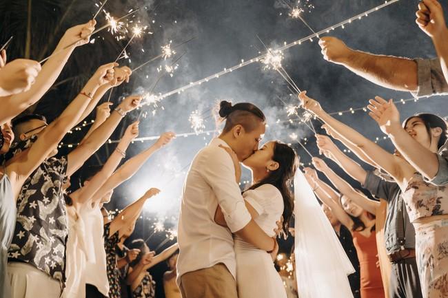 Bí mật của chiếc váy cưới và khoảnh khắc first look hạnh phúc ở đám cưới chất phát ngất do cô dâu tự tay trồng - Ảnh 14.