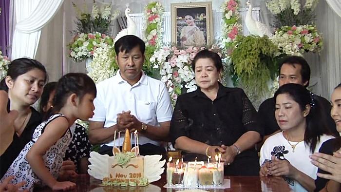 4 ngày sau tang lễ, gia đình nuốt nước mắt tổ chức sinh nhật cho Á hậu Thái tử nạn cùng chủ tịch Leicester - Ảnh 5.