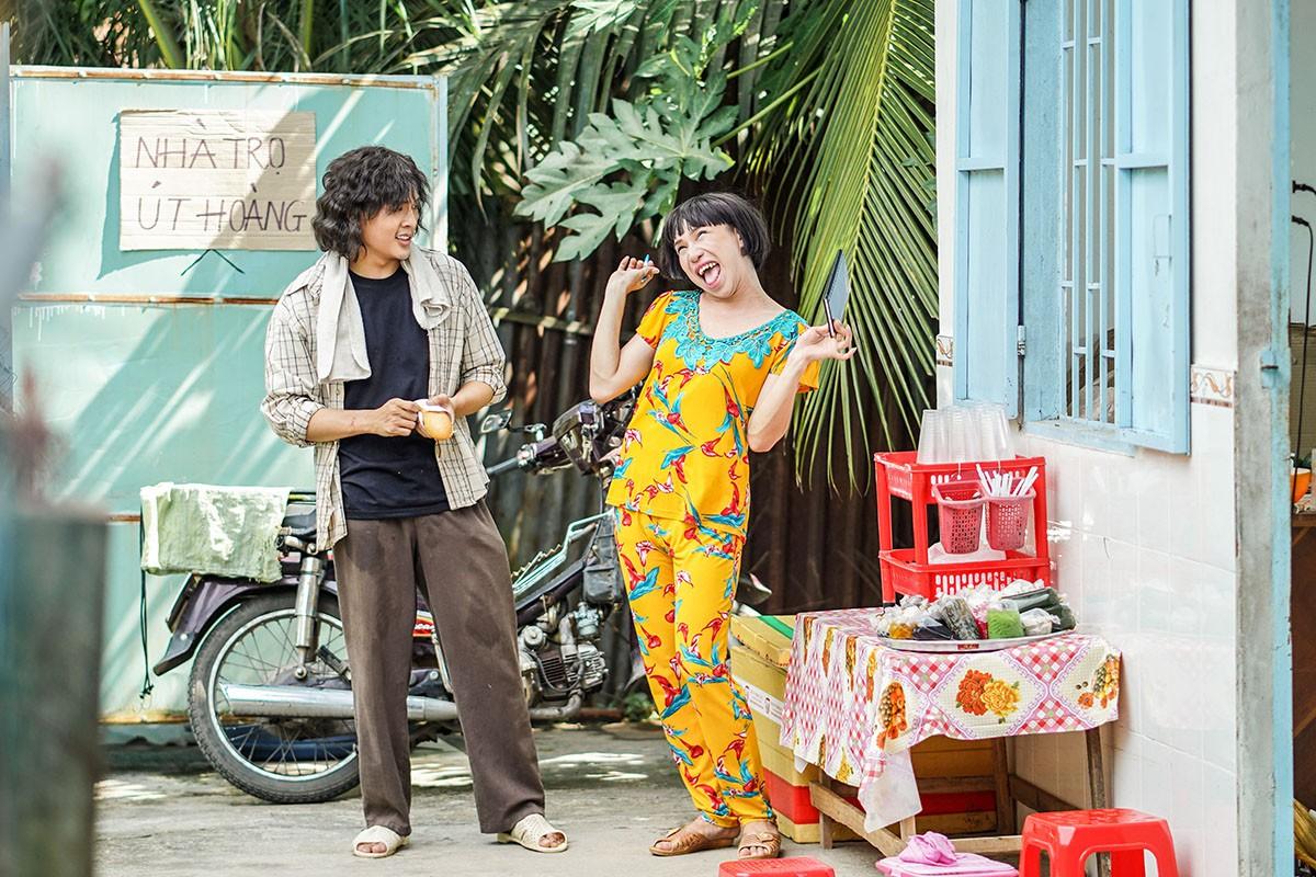 Chị bán hột é gây sốt tuần qua từng được Hoài Linh lẫn Trấn Thành khen ngợi về độ duyên dáng, hóm hỉnh - Ảnh 3.