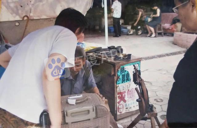 Tiết lộ hình ảnh căn nhà 20m2 lộn xộn, chất đống đồ đạc của Lam Khiết Anh trước khi qua đời