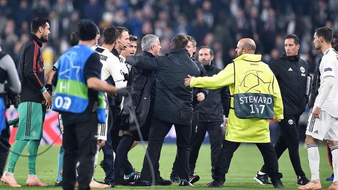 Gáy to nữa đi nào - Màn trêu ngươi của Mourinho khiến cầu thủ Juventus điên tiết - Ảnh 12.