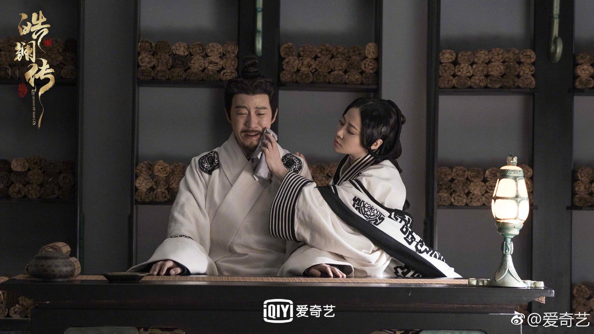 Ngô Cẩn Ngôn cười đắc ý khi cưỡng hôn thành công Nhiếp Viễn trong Hạo Lan Truyện - Ảnh 2.