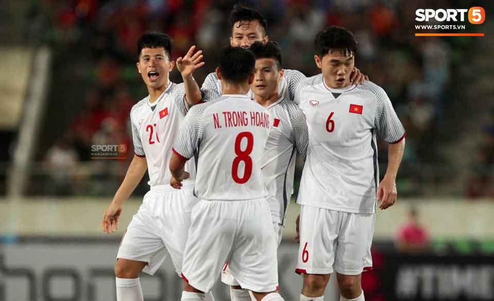 Anh Đức, Quang Hải, Công Phượng lập công trận Lào vs Việt Nam AFF CUP - Ảnh 2.
