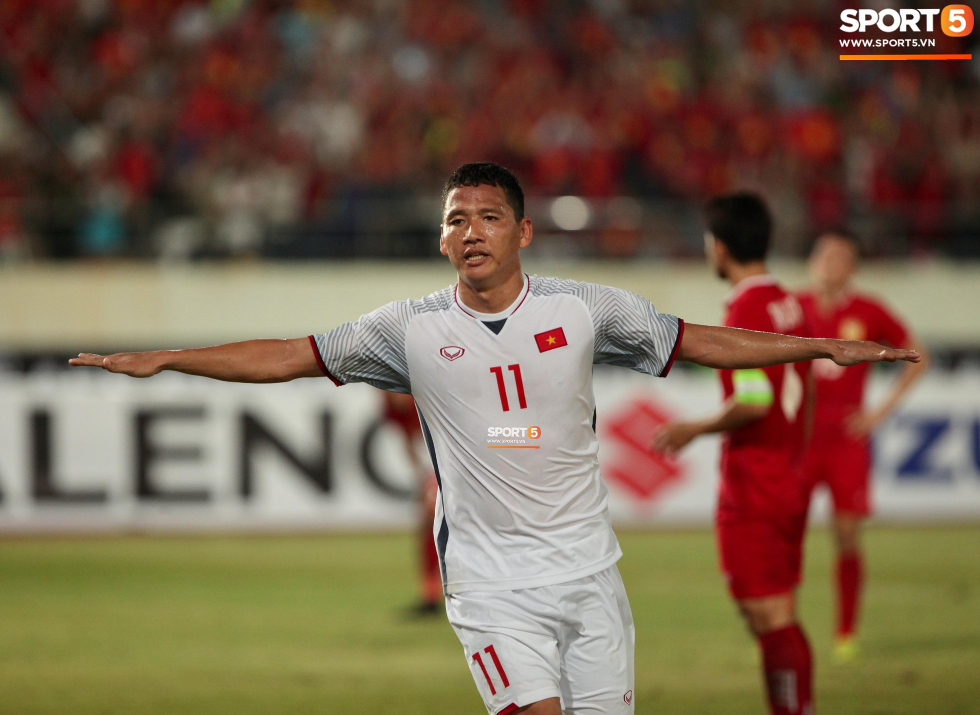 Đoàn Văn Hậu dùng tay chơi bóng, nhận thẻ vàng tại AFF CUP 2018- Ảnh 9.