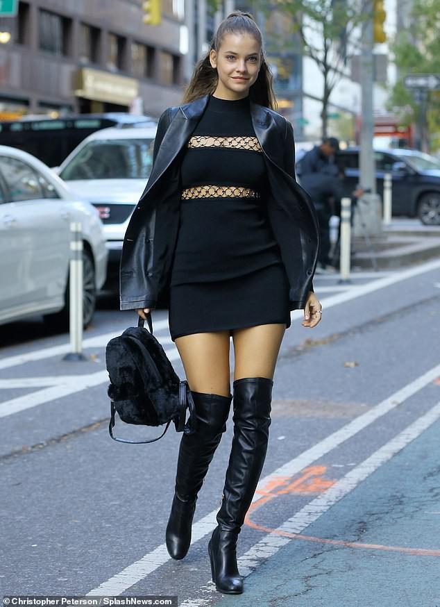 Kendall Jenner, Gigi - Bella Hadid và dàn thiên thần Victorias Secret đọ dáng chuẩn từng centimet trên phố trước giờ G - Ảnh 8.