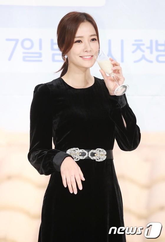 Yuri (SNSD) nổi bần bật với body quá nuột, nhưng ai ngờ lại bị Hoa hậu hơn 9 tuổi lấn át trong một khung hình - Ảnh 7.
