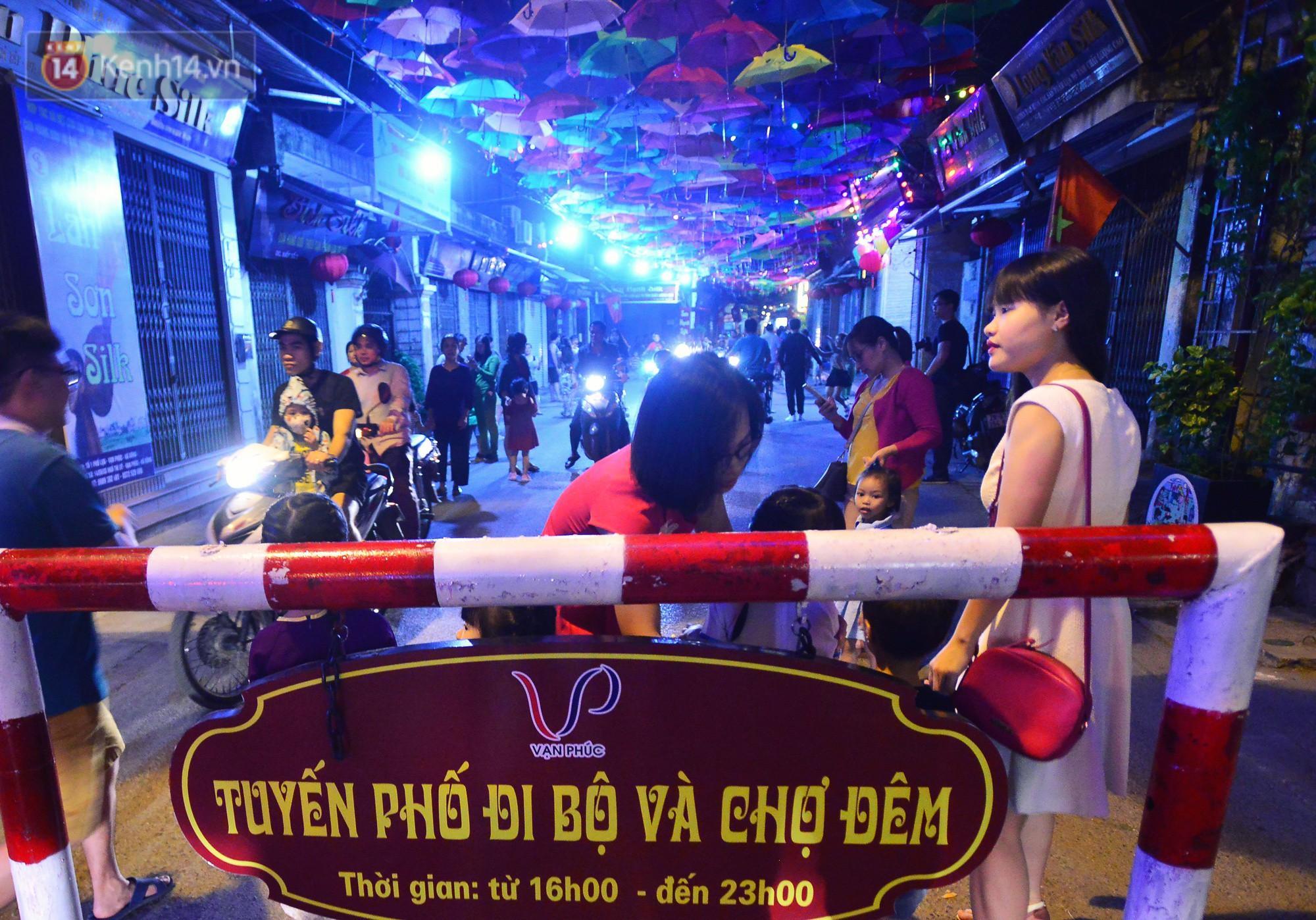 Hà Nội xuất hiện con đường ô lãng mạn như ở Bồ Đào Nha, người dân ùn ùn kéo đến chụp ảnh - Ảnh 10.
