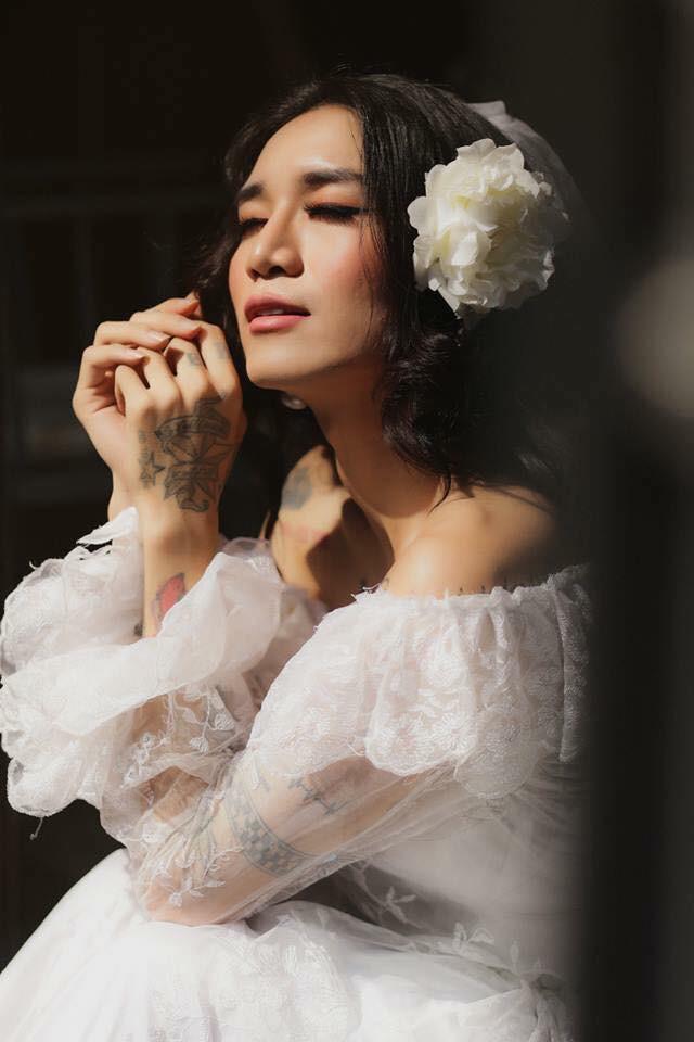 BB Trần lại làm con gái phải ghen tị: make-up sương sương, mặc váy cưới xinh đẹp hết phần người khác! - Ảnh 4.