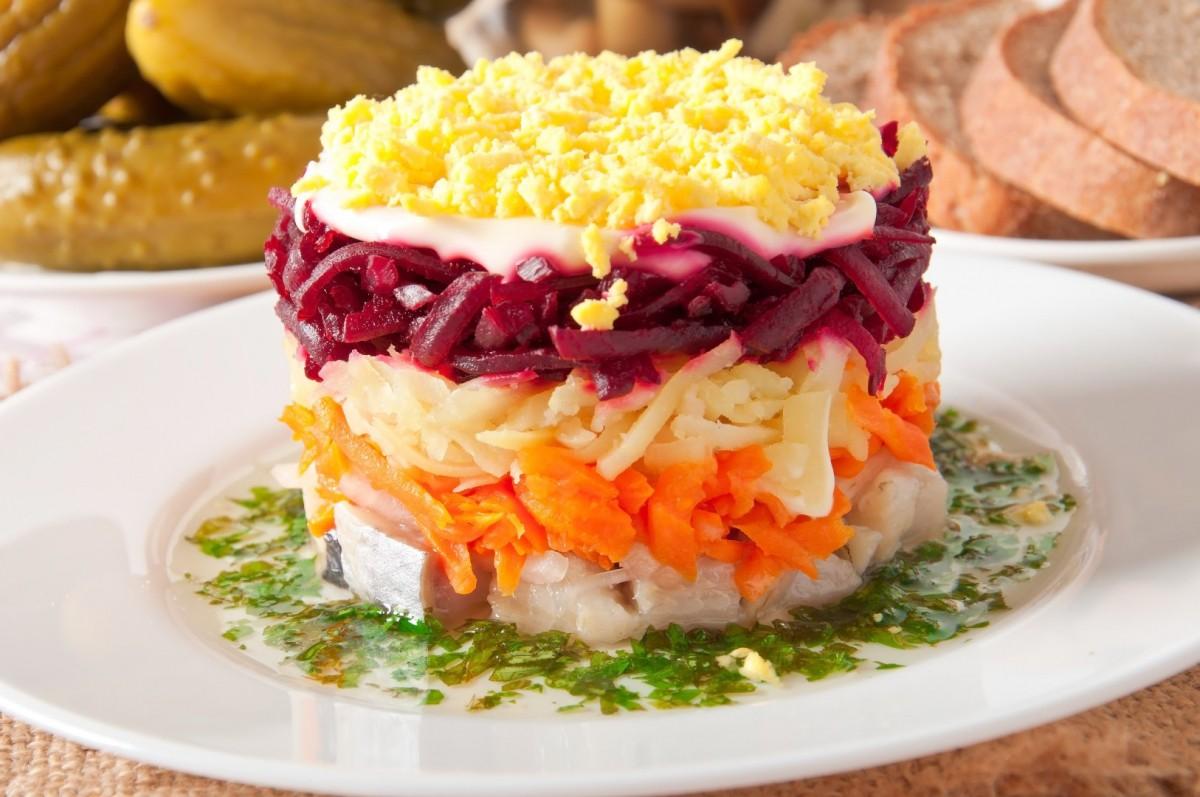 Khám phá món salad vô cùng đánh lừa thị giác trông cứ như chiếc bánh ở Nga - Ảnh 6.